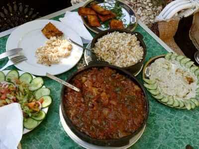 Ein Tisch voller ägyptischen Köstlichkeiten